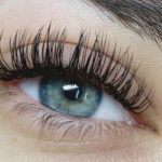 An ultimate guide to curling your lashes the right way
